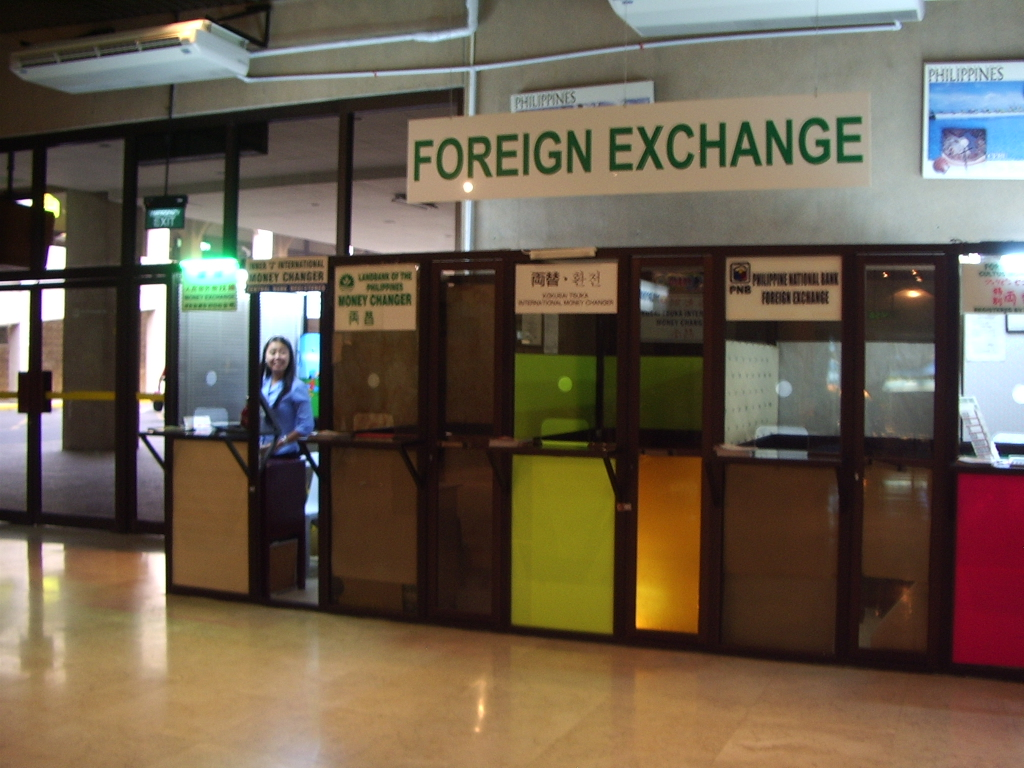 money-exchanger-in-airport.JPG